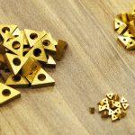 真鍮チップ三角形
